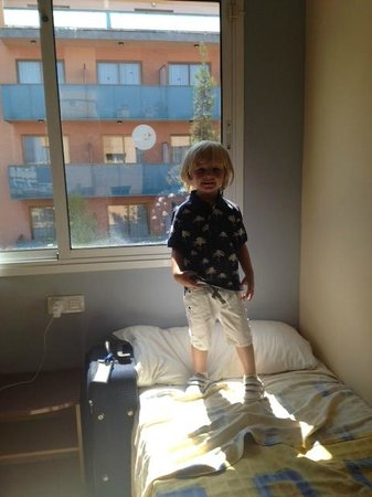 Aparthotel SunClub Salou : Unsafe for small children