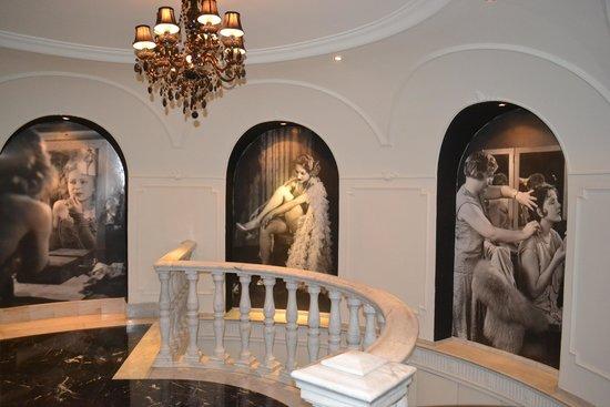 Hotel Vincci Via 66 : Cage d'escalier avant d'arriver à la terrasse