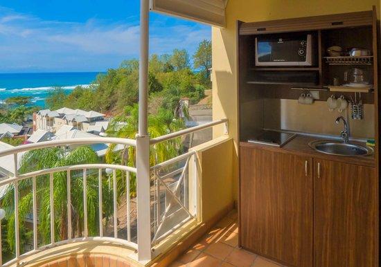 Karibéa Résidence La Goélette: Karibea résidence la Goelette - kitchenette sur la terrasse d'une studette