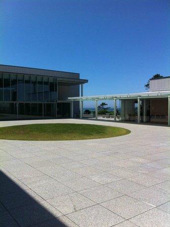 Kanagawa Prefectural Museum of Modern Art Hayama: 中庭