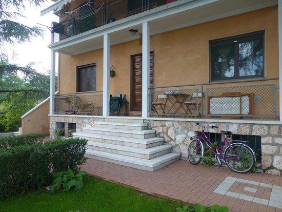 B&B Il Borgo dei Peschi: Frontansicht des Hauses