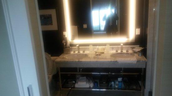 The Blackstone, Autograph Collection : Bathroom Vanity