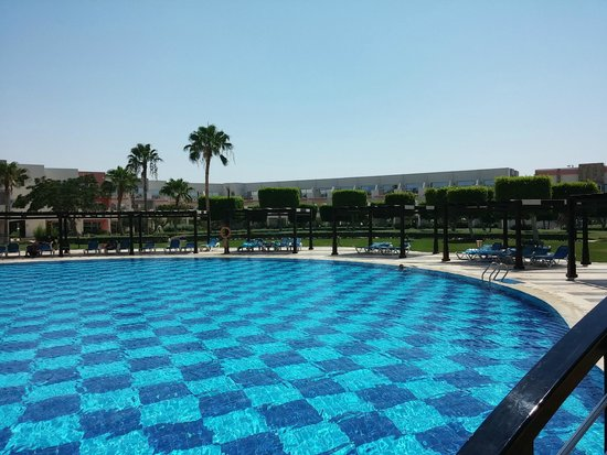 SUNRISE Grand Select Crystal Bay Resort : Pool(teil)ansicht