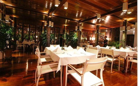 Blue Lagoon Restaurant : Inside Dinning with an Aircondition for a warm day