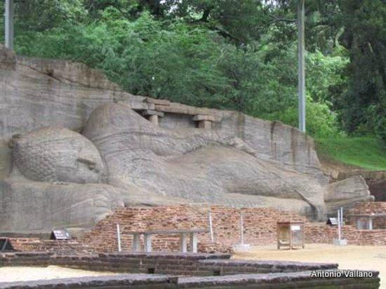 Gal Vihara: Buda reclinado
