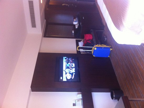 Holiday Inn & Suites Makati: room