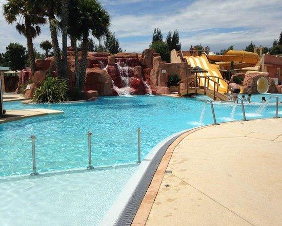 Camping les Palmiers : L'espace piscine