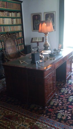 Fraeylemaborg: Nice writing desk