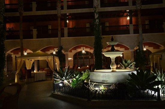Hotel Elba Palace Golf: Fuente Patio Canario