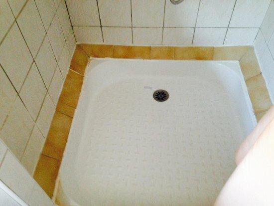 Le Lion de Mer : Le bac de douche...on a du le passer a l'eau de javel...