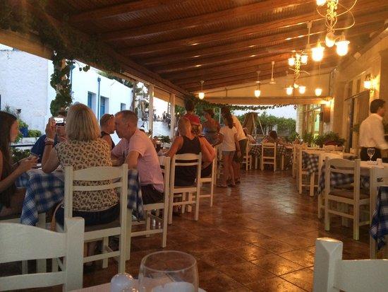 Taverna Aposperida : Restaurant dining area