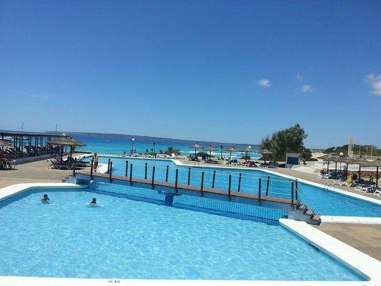 Insotel Club Maryland: Piscina e spiaggia
