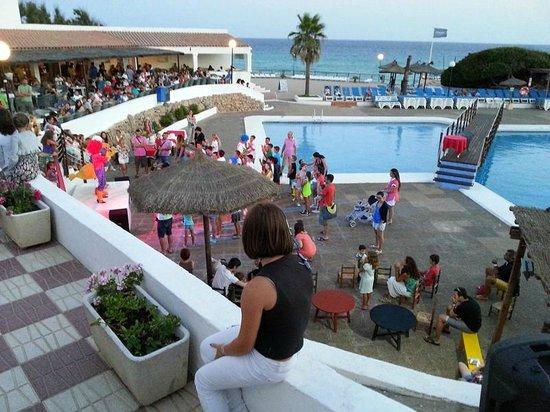 Insotel Club Maryland: Animazione serale in piscina