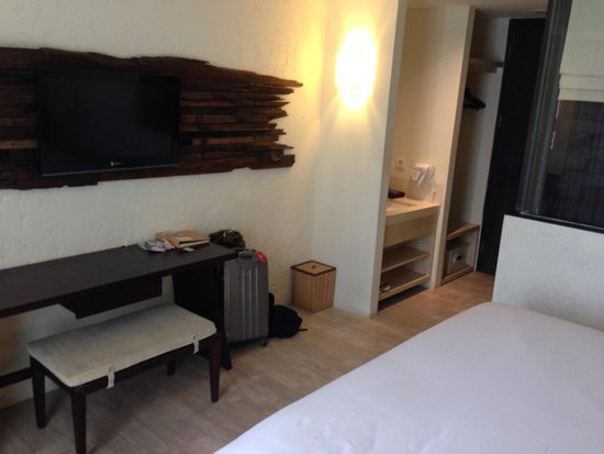 The Akmani Legian: Room