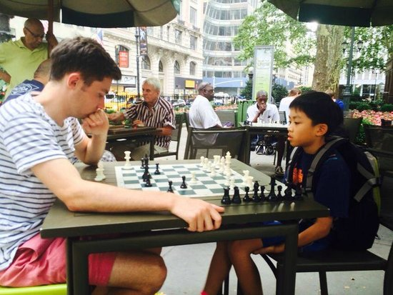 Bryant Park : Playing chess with someone from Utah, I won!
