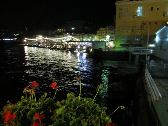 Hotel Admiral Sorrento : Harbor at night