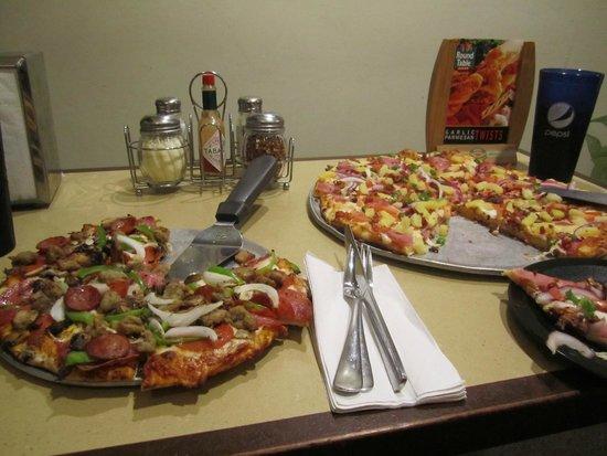 Round Table Pizza : king arthur and maui zaui