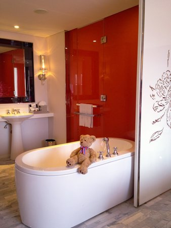 Hua Chang Heritage Hotel: Lovely tub