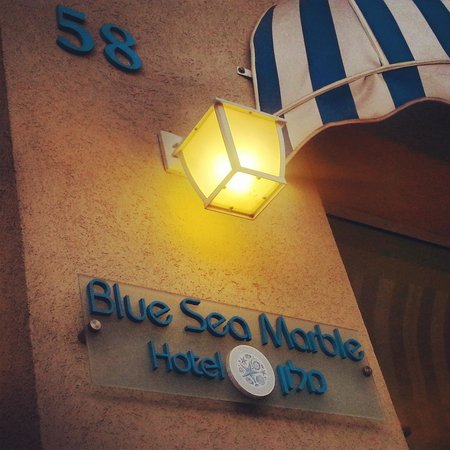 Blue Sea Marble Hotel: Entrance