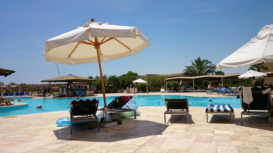 Three Corners Fayrouz Plaza Beach Resort : una delle due piscine