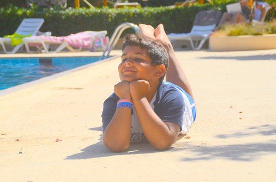 Kartibubbo Beach Resort : Bordo piscina