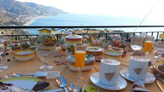 Sweet Home: colazione in terrazza