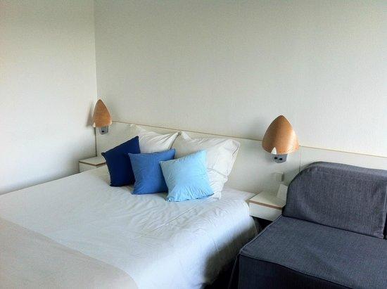 Novotel Poznan Malta: シンプルですがとても寝心地のいいベッドでした