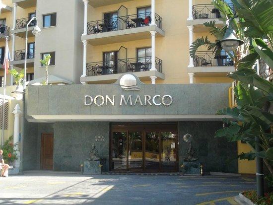 Sol Don Marco : Территория перед отелем