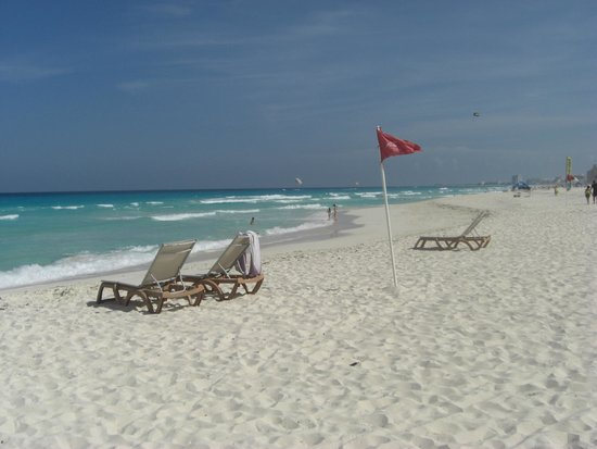 Paradisus Cancun: beach in front of the hotel