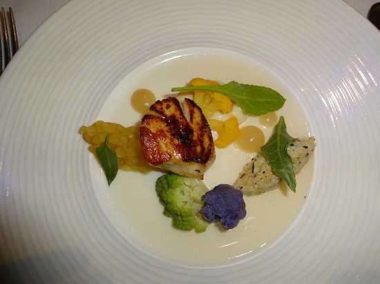 Llansantffraed Court: Scallop and broccoli