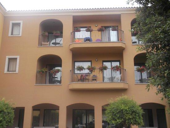 Geovillage Sport Wellness & Convention Resort : habitaciones desde el jardin del hotel