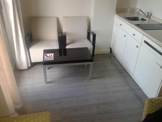 Sercotel Suites Viena: Habitación