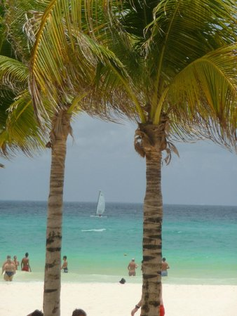 ClubHotel Riu Tequila: Beach, less than 5 min walk from hotel, lovely walk