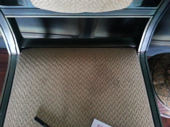 The Renai Cochin : stains on the chair in suite room