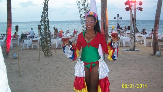 Breathless Punta Cana Resort & Spa : beach lobster party