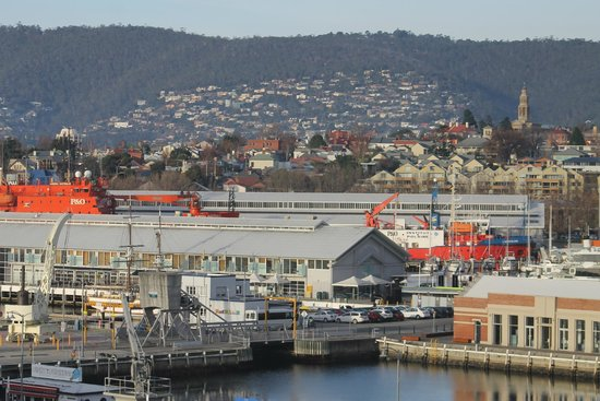 Grand Chancellor Hotel Hobart: View from our room, looking toward Salamanca and Battery Point