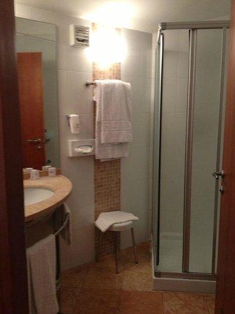 Hotel Fiera: bathroom