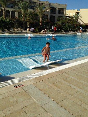Jaz Aquamarine: son in swimming pool