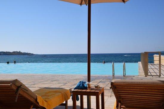 Aktia Lounge Hotel & Spa : Infinity pool view