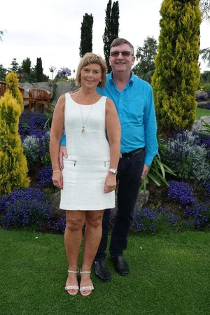 Flor og Fjære: Jeg og min mann i den flotte hagen