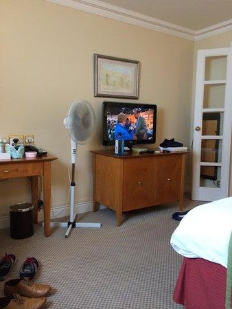 Matfen Hall: Fan in the very hot bedroom!