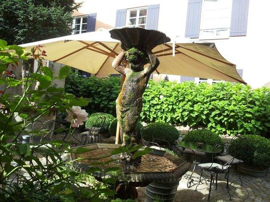 Villa Provence: In the backyard
