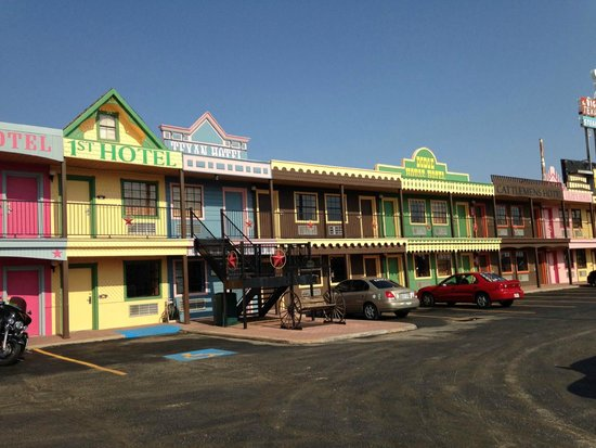 Big Texan Motel: Front of the motel