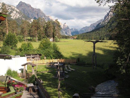 Hotel Aqua Bad Cortina: foto verso il parco