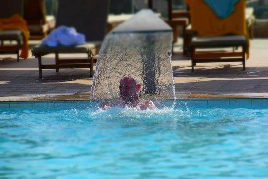 Aktia Lounge Hotel & Spa : Infinity pool waterfall