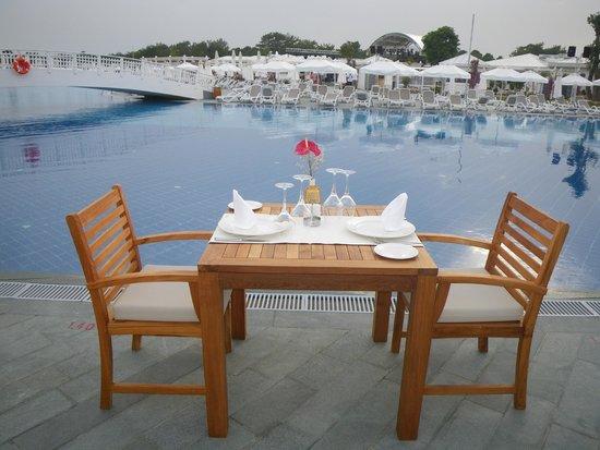 Titanic Deluxe: romantic dinner