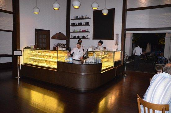 Titanic Deluxe: coffee bar