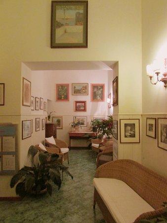 Hotel Villa Pina: Foyer