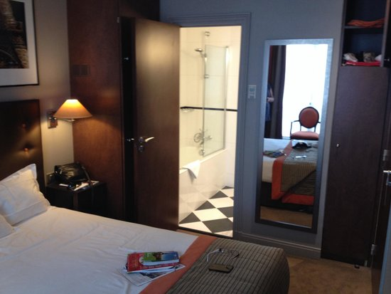 Hotel WO - Wilson Opera by Elegancia: Room 105 & ensuite
