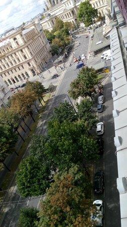 Hotel de France: Aussicht vom Balkon Junior-Suite zum Schottentor